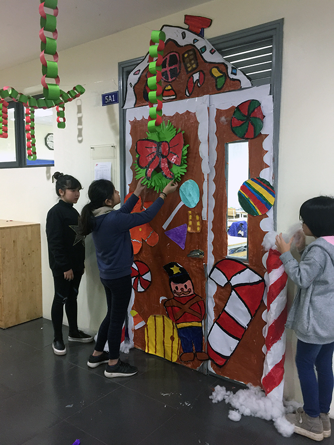 Christmas is coming to school 1 Christmas is coming to … school
