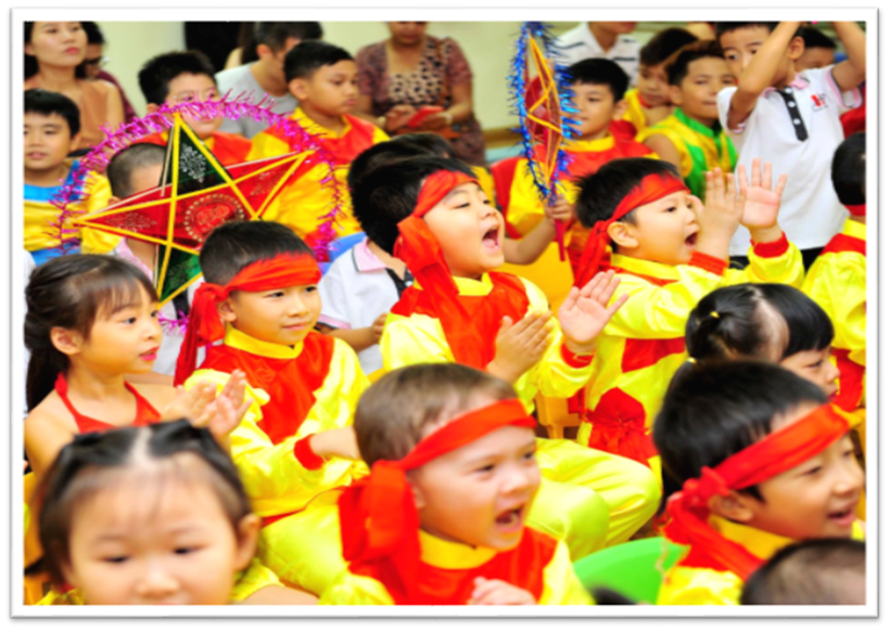 """Vui hoi trang ram cua be MN 06 """"Vui hội trăng rằm"""" của các bé trường Mầm non Hanoi Academy"""