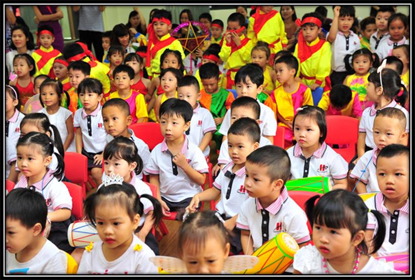 """Vui hoi trang ram cua be MN 07 """"Vui hội trăng rằm"""" của các bé trường Mầm non Hanoi Academy"""
