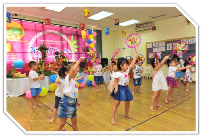 """Vui hoi trang ram cua be MN 11 """"Vui hội trăng rằm"""" của các bé trường Mầm non Hanoi Academy"""