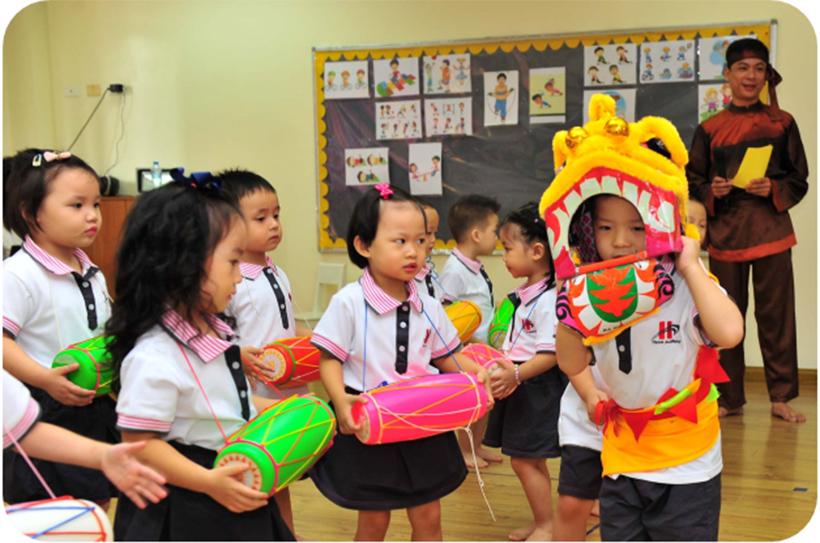 """Vui hoi trang ram cua be MN 13 """"Vui hội trăng rằm"""" của các bé trường Mầm non Hanoi Academy"""