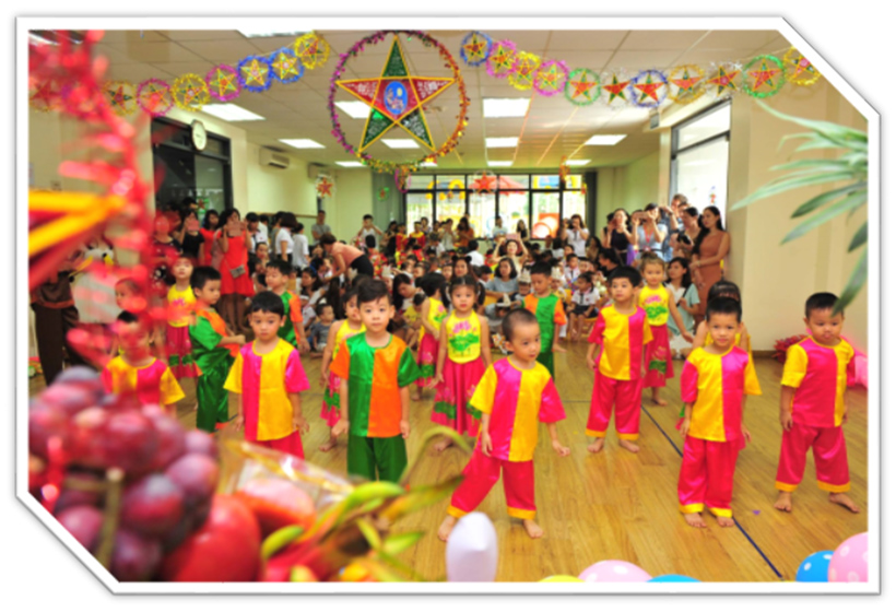 """Vui hoi trang ram cua be MN 14 """"Vui hội trăng rằm"""" của các bé trường Mầm non Hanoi Academy"""