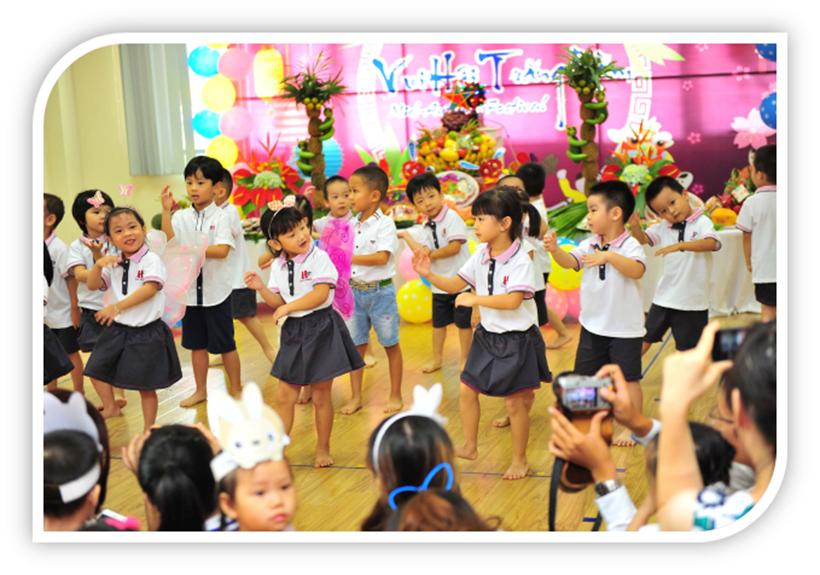 """Vui hoi trang ram cua be MN 15 """"Vui hội trăng rằm"""" của các bé trường Mầm non Hanoi Academy"""