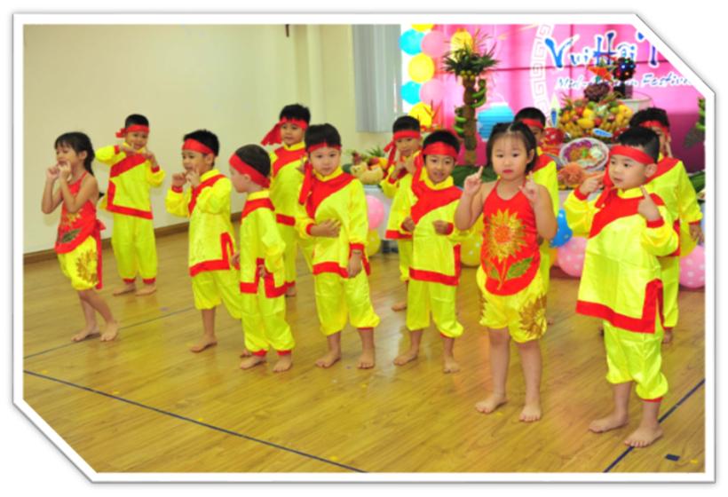 """Vui hoi trang ram cua be MN 16 """"Vui hội trăng rằm"""" của các bé trường Mầm non Hanoi Academy"""