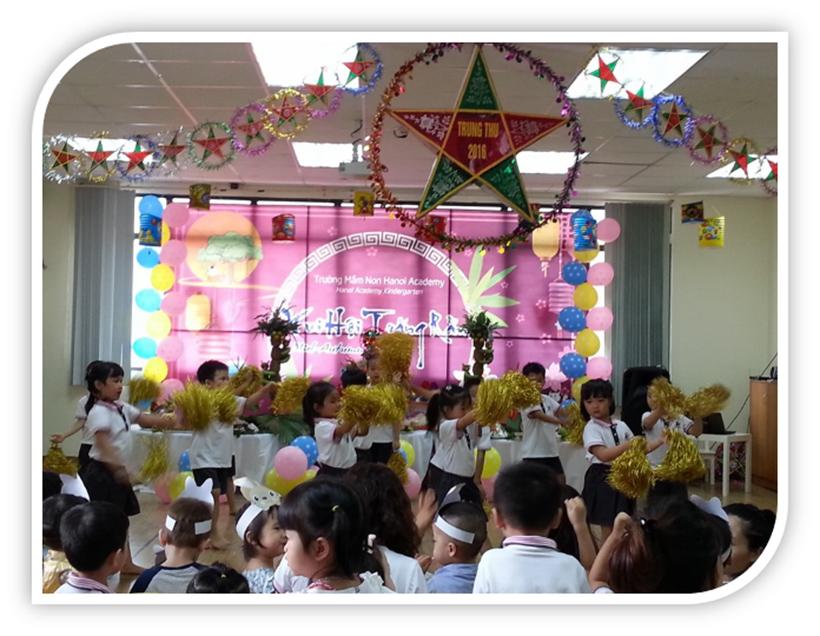 """Vui hoi trang ram cua be MN 17 """"Vui hội trăng rằm"""" của các bé trường Mầm non Hanoi Academy"""