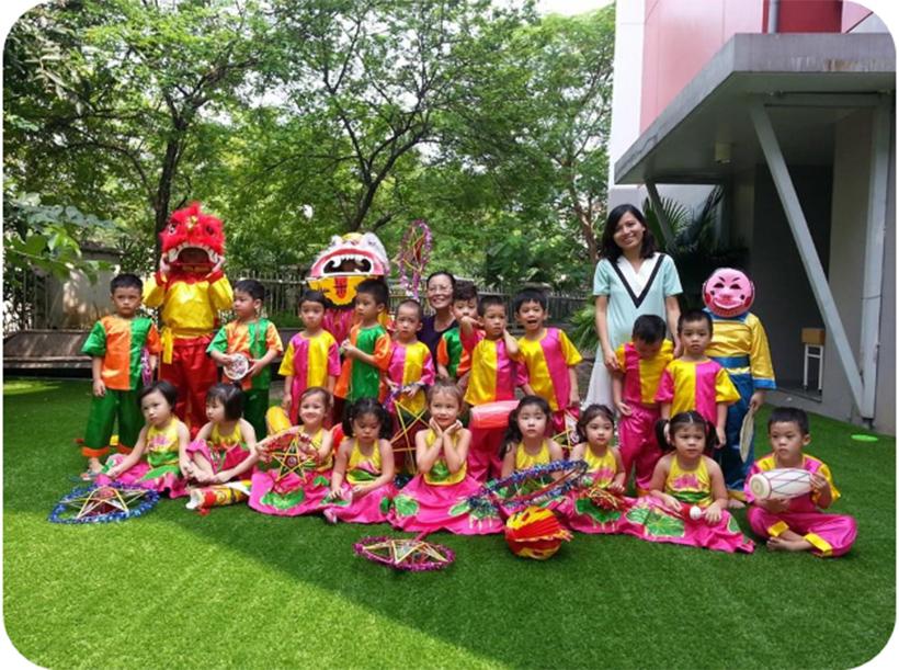 """Vui hoi trang ram cua be MN 19 """"Vui hội trăng rằm"""" của các bé trường Mầm non Hanoi Academy"""