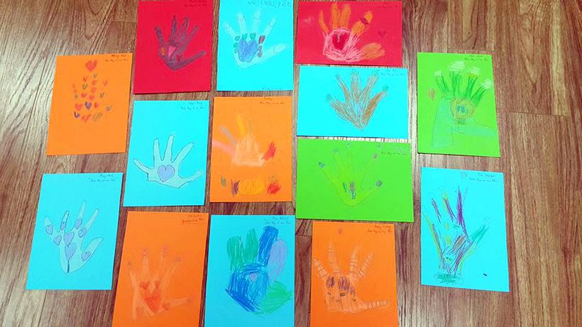 """Ban tay co nu hon 3 Câu chuyện """" Bàn tay có nụ hôn """" qua lăng kính của các con lớp Flamingo!"""