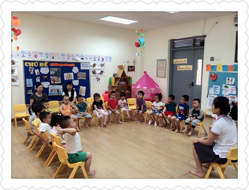 Hoat dong 20-10 lop Bunny 2 Những hoạt động chào mừng ngày 20-10 của các bé lớp Bunny