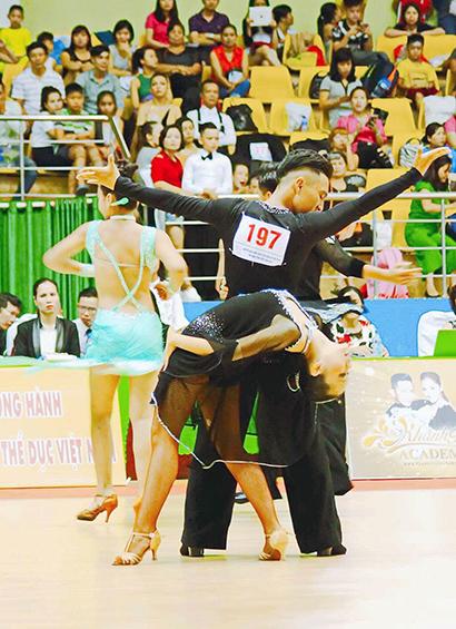 Ngo Tran Hoai Thu 4 Ngô Trần Hoài Thu – Dancer giàu nghị lực