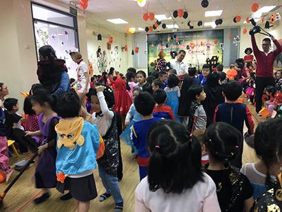 Be lop Kangaroo voi Halloween 12 Bé lớp Kangaroo với lễ hội Halloween