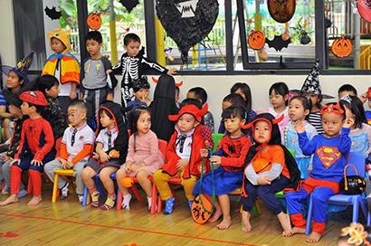 Be lop Kangaroo voi Halloween 13 Bé lớp Kangaroo với lễ hội Halloween