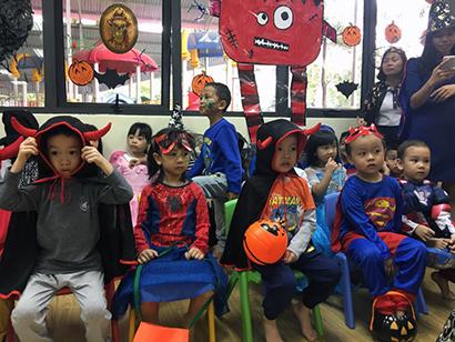 Be lop Kangaroo voi Halloween 9 Bé lớp Kangaroo với lễ hội Halloween