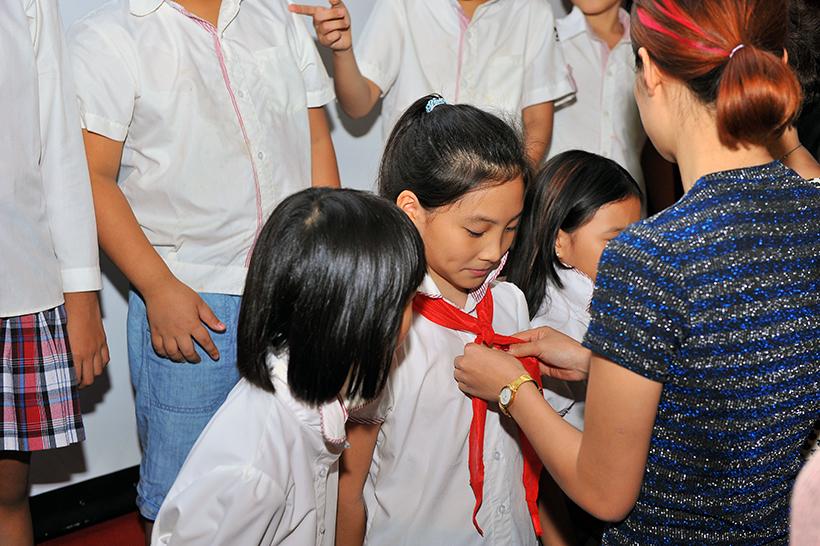 Chuyen de chao mung 20-11 4 Chuyên đề sinh hoạt tập thể và lễ kết nạp Đội viên mới năm học 2016 – 2017 chào mừng ngày Nhà giáo Việt Nam 20-11