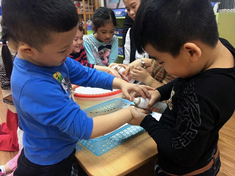 Hoc KNS cho tre nho 6 Trang bị kĩ năng sống với trẻ nhỏ không bao giờ là quá sớm!