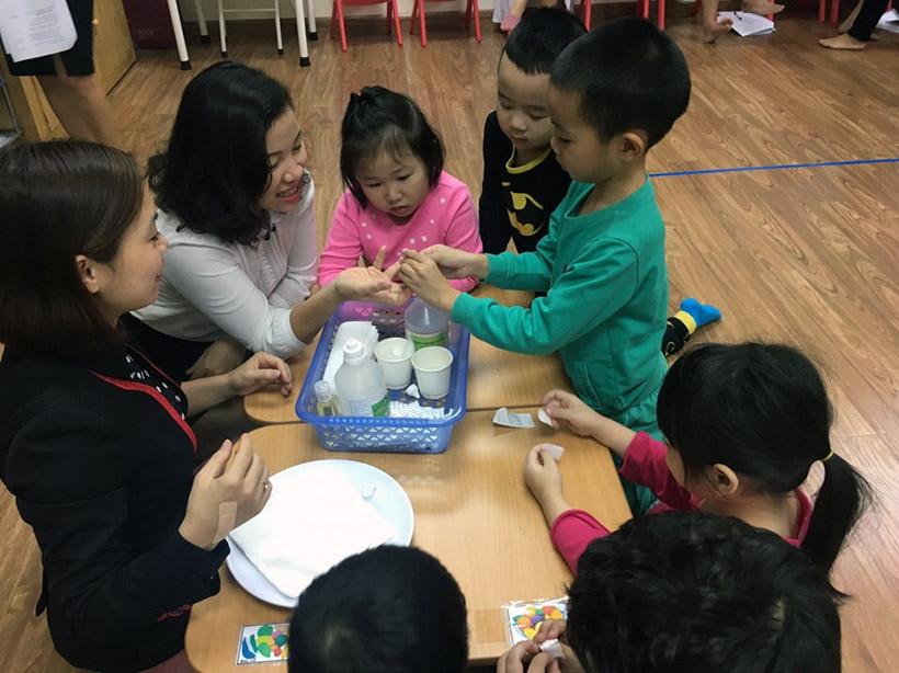 Hoc KNS cho tre nho 7 Trang bị kĩ năng sống với trẻ nhỏ không bao giờ là quá sớm!