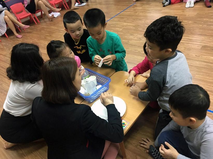 Hoc KNS cho tre nho 8 Trang bị kĩ năng sống với trẻ nhỏ không bao giờ là quá sớm!