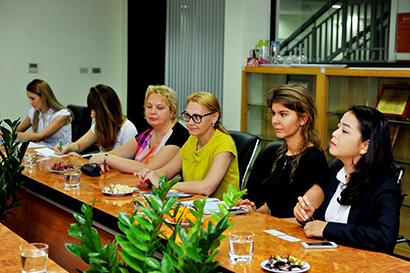 Truong DH Nga tim co hoi hop tac 2 Trường đại học Tổng hợp Hữu nghị các dân tộc Nga đến Hanoi Academy tìm kiếm cơ hội hợp tác