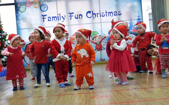 Be MN don Noel 17 Các bé mầm non tưng bừng đón Giáng Sinh