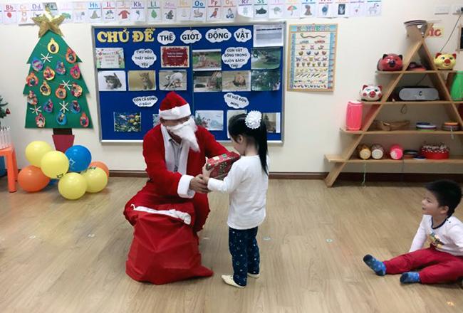 Be MN don Noel 19 Các bé mầm non tưng bừng đón Giáng Sinh