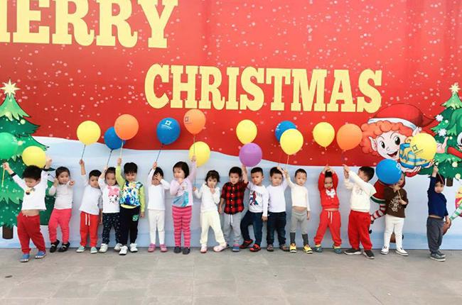 Be MN don Noel 20 Các bé mầm non tưng bừng đón Giáng Sinh