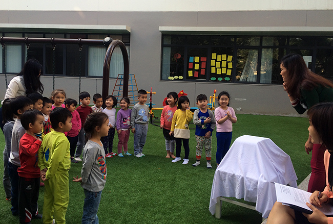 Boi duong tinh yeu thuong dong vat 1.1 Bồi dưỡng tình yêu thương loài vật cho trẻ