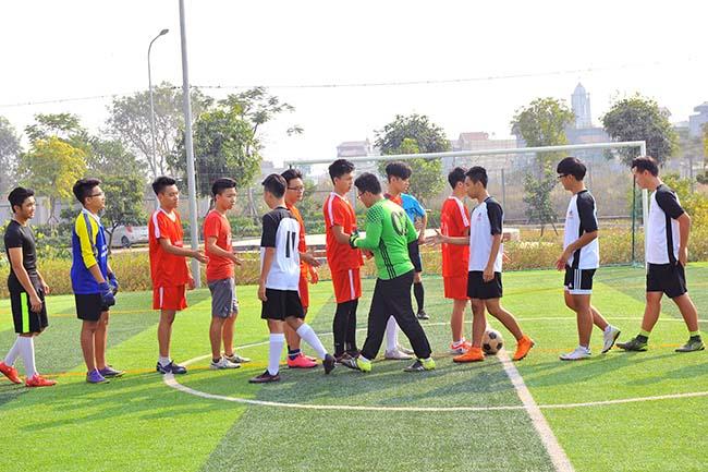 Giao huu bong da HA vs SIS 03 Giao hữu bóng đá giữa Hanoi Academy vs SIS