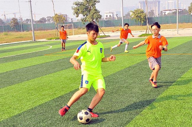 Giao huu bong da HA vs SIS 04 Giao hữu bóng đá giữa Hanoi Academy vs SIS