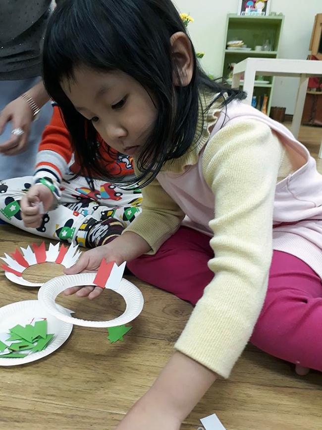 Lop Montesori 6 (2) Lớp Montessori chào đón Noel 2016