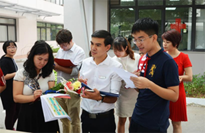 Project 2 Hanoi Academy recruited a new blology teacher – Can he make a difference ?