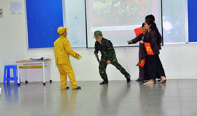 "Theo dong lich su 4 Hội thi "" Theo dòng Lịch sử"""