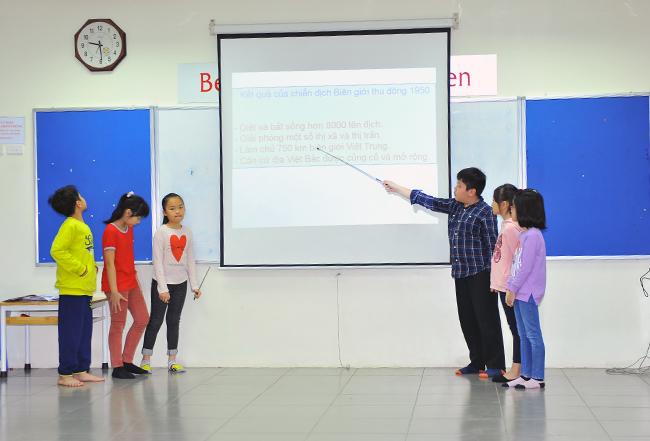 "Theo dong lich su 8 Hội thi "" Theo dòng Lịch sử"""