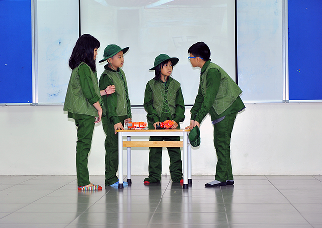 "Theo dong lich su 9 Hội thi "" Theo dòng Lịch sử"""