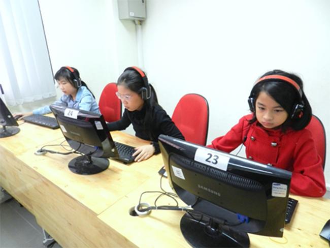 Thi IOE cap truong 10 Học sinh trường Tiểu học Hanoi Academy quyết tâm đạt điểm cao trong kì thi Olympic Tiếng Anh trên Internet cấp trường năm học 2016-2017