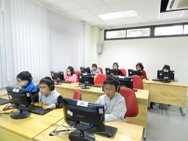 Thi IOE cap truong 9 Học sinh trường Tiểu học Hanoi Academy quyết tâm đạt điểm cao trong kì thi Olympic Tiếng Anh trên Internet cấp trường năm học 2016-2017