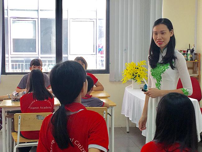 Chuc mung co Han Minh Thu 2 Chúc mừng cô Hàn Minh Thu, thầy Đỗ Quang Hưng trong hội thi giáo viên dạy giỏi cấp Quận, cấp Thành phố