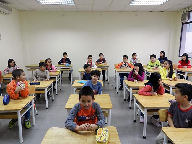 """IMAS 3 Học sinh Tiểu học trải nghiệm kì thi """"Đánh giá năng lực tư duy toán học Quốc tế – IMAS"""""""