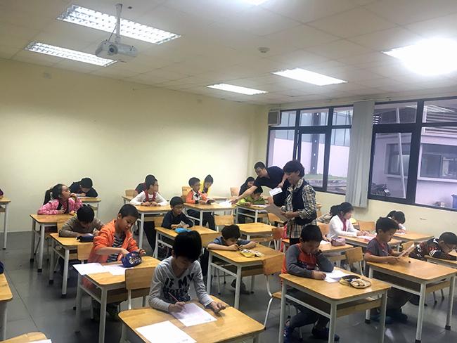 """IMAS 5 Học sinh Tiểu học trải nghiệm kì thi """"Đánh giá năng lực tư duy toán học Quốc tế – IMAS"""""""