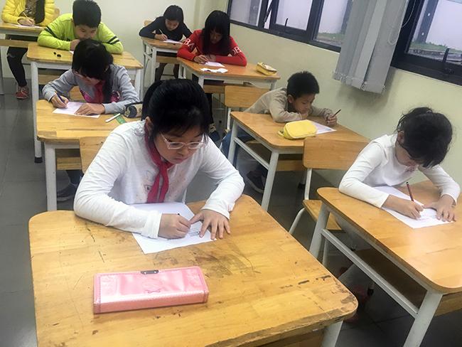 """IMAS 6 Học sinh Tiểu học trải nghiệm kì thi """"Đánh giá năng lực tư duy toán học Quốc tế – IMAS"""""""