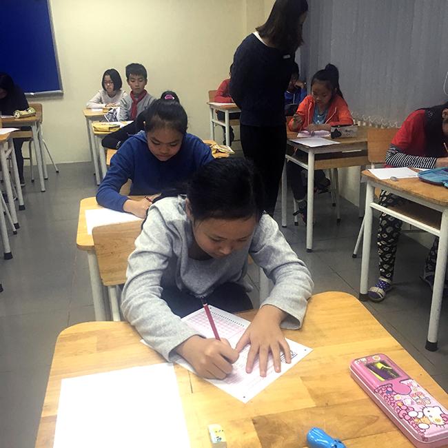 """IMAS 8 Học sinh Tiểu học trải nghiệm kì thi """"Đánh giá năng lực tư duy toán học Quốc tế – IMAS"""""""