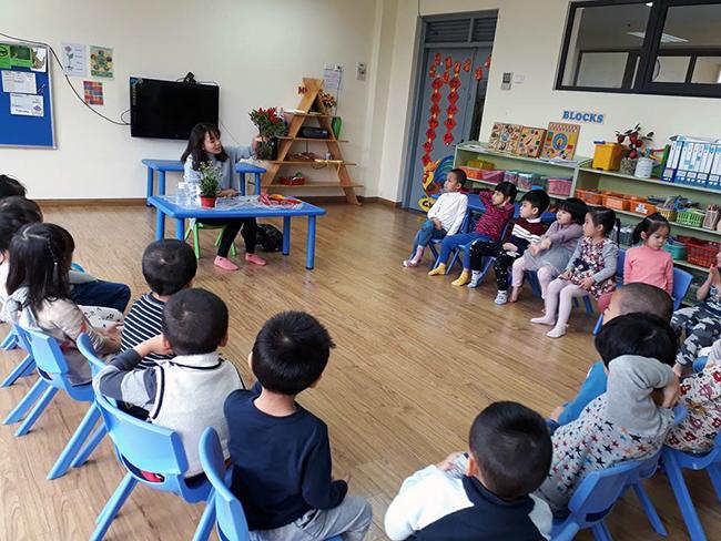 """The gioi thuc vat 4 Các bé lớp Kangaroo với chủ điểm """"Thế giới thực vật"""""""