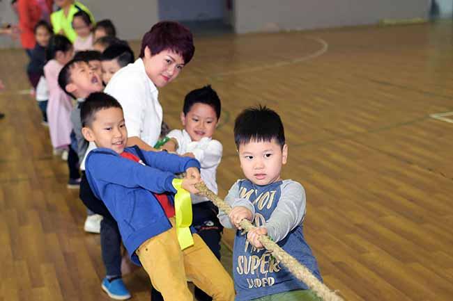 Cung con toi truong 1 Bố mẹ ơi, cùng con tới trường Hanoi Academy nhé!