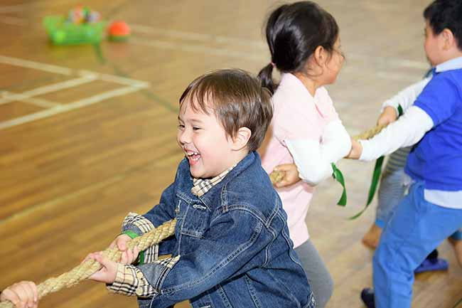 Cung con toi truong 2 Bố mẹ ơi, cùng con tới trường Hanoi Academy nhé!