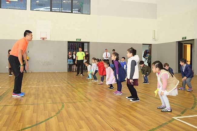 Cung con toi truong 12 Bố mẹ ơi, cùng con tới trường Hanoi Academy nhé!