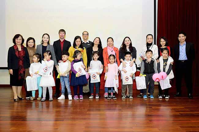 Cung con toi truong 11 Bố mẹ ơi, cùng con tới trường Hanoi Academy nhé!