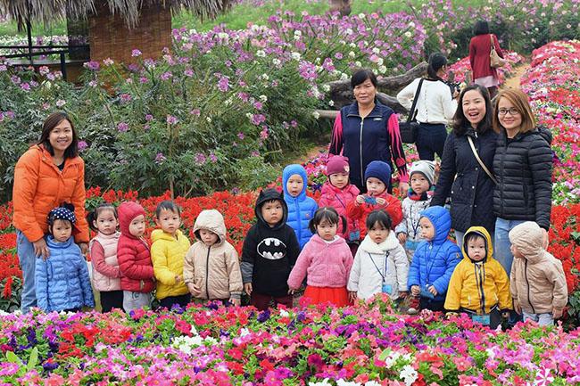"""Chuyen tham quan thung lung hoa 12 Chuyến thăm quan:"""" Thung lũng hoa Hồ Tây"""" của các bé khối mầm non"""