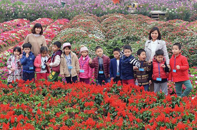 """Chuyen tham quan thung lung hoa 16 Chuyến thăm quan:"""" Thung lũng hoa Hồ Tây"""" của các bé khối mầm non"""