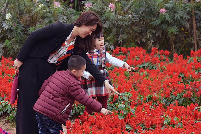 """Chuyen tham quan thung lung hoa 8 Chuyến thăm quan:"""" Thung lũng hoa Hồ Tây"""" của các bé khối mầm non"""