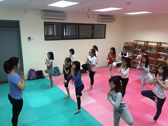 Cai cay 2 Cùng khám phá giờ học Yoga đầy thú vị