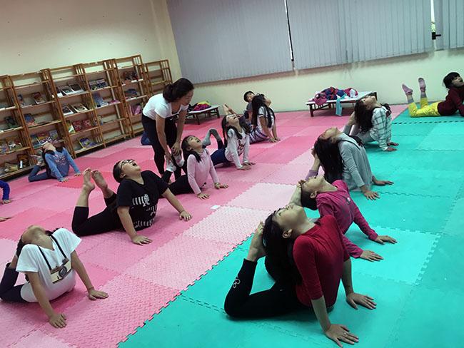 Yoga3 Cùng khám phá giờ học Yoga đầy thú vị