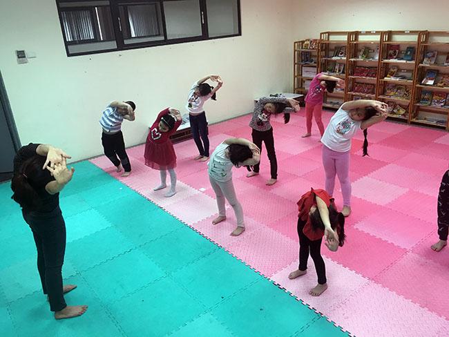 yoga4 Cùng khám phá giờ học Yoga đầy thú vị